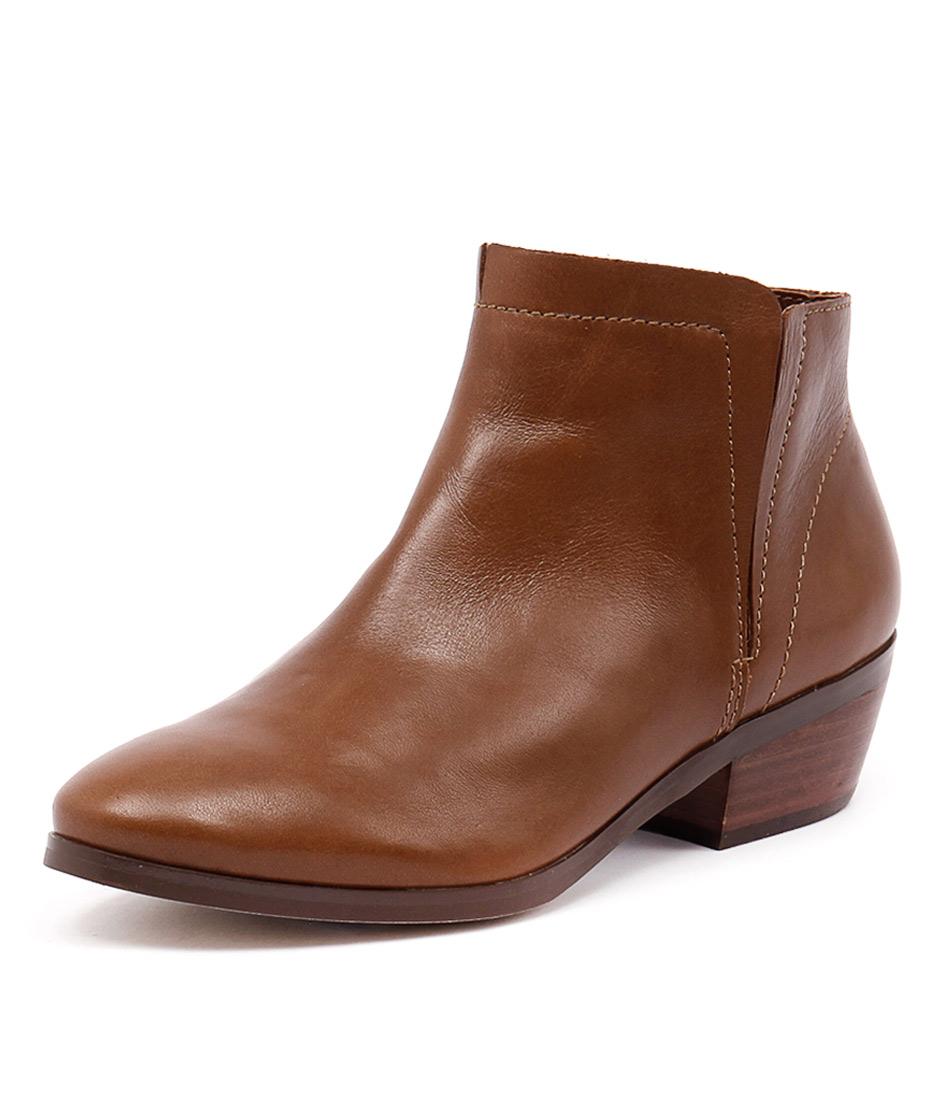 Diana Ferrari Gable Tan Boots