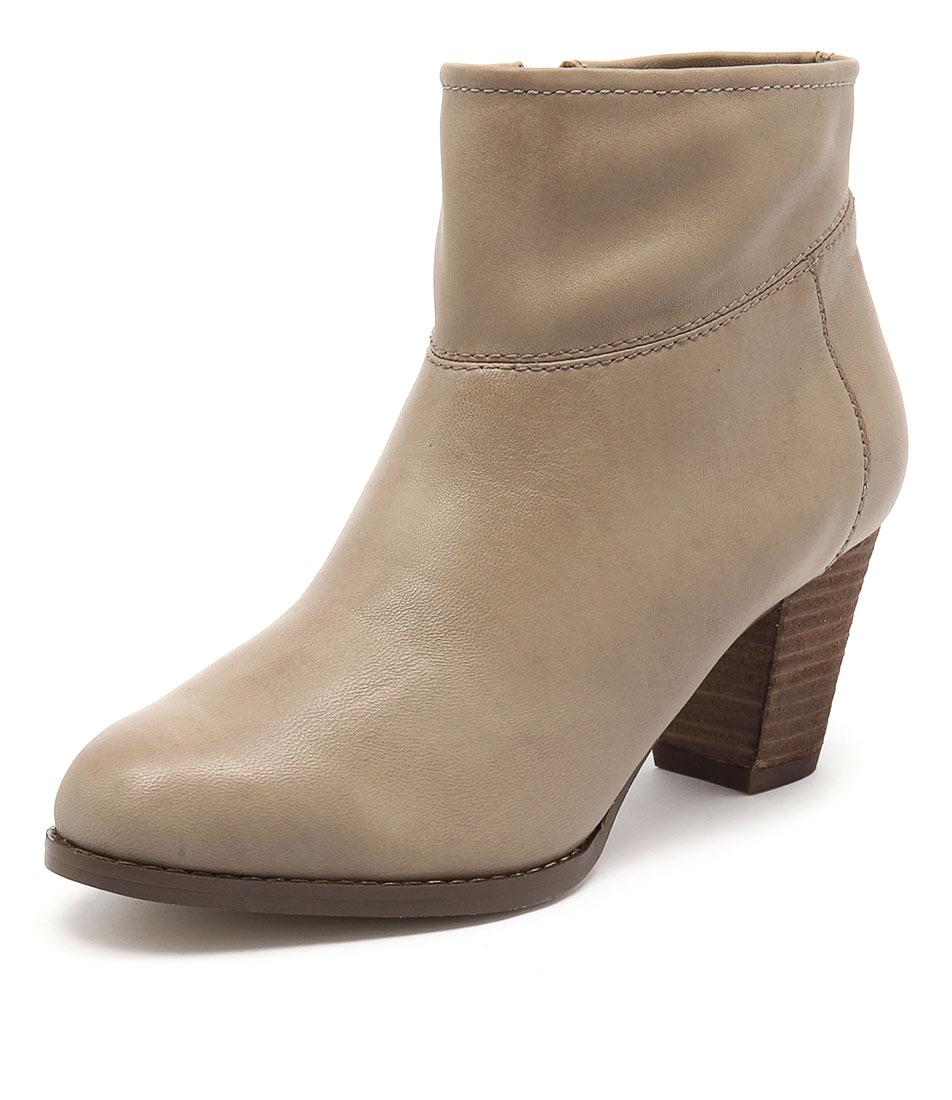 Diana Ferrari Loredo Beige Boots