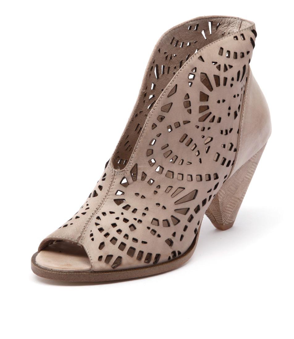 Django & Juliette Omero Beige Boots online