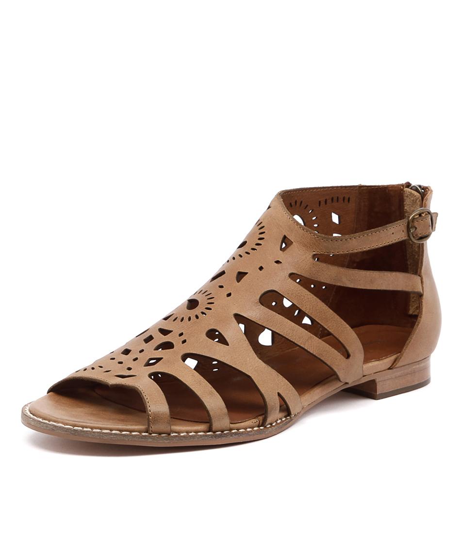 Django & Juliette Radar Tan Sandals