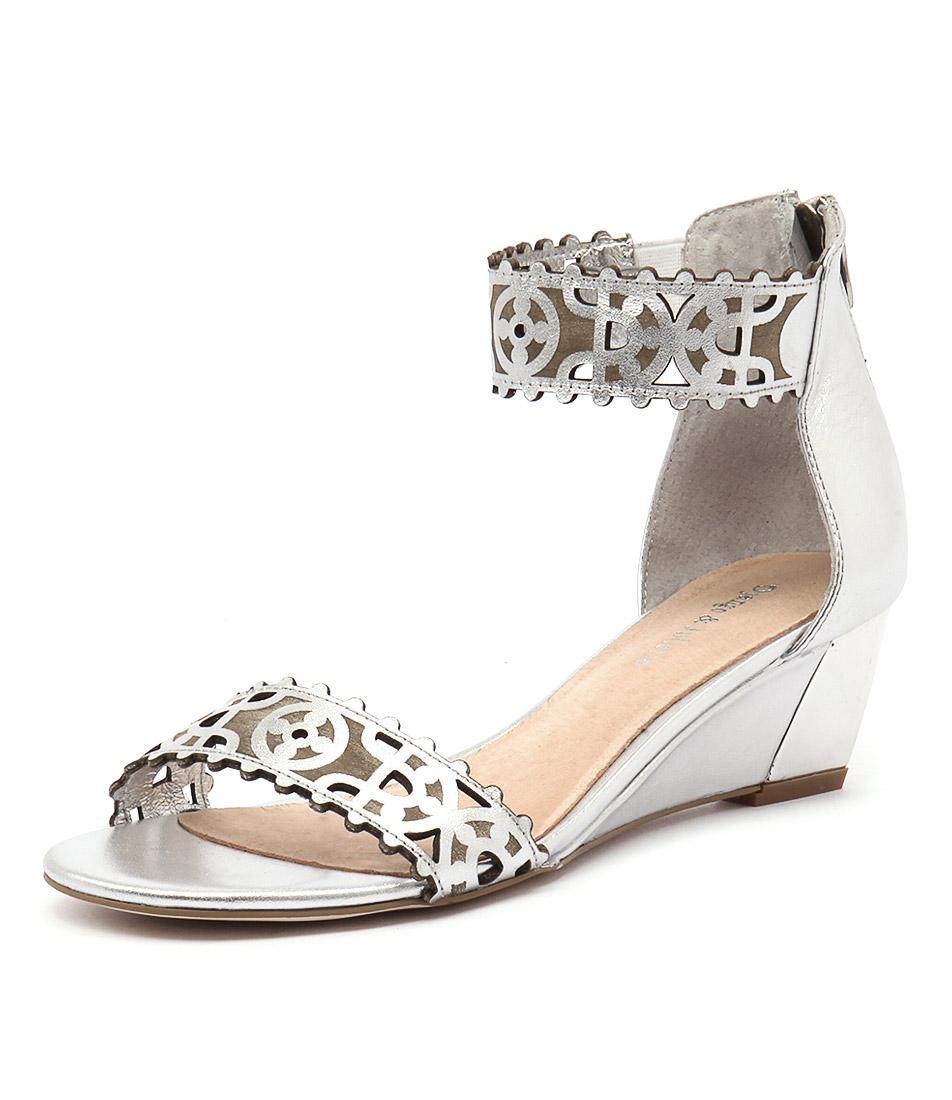 Django & Juliette Revoke Silver Leather Sandals