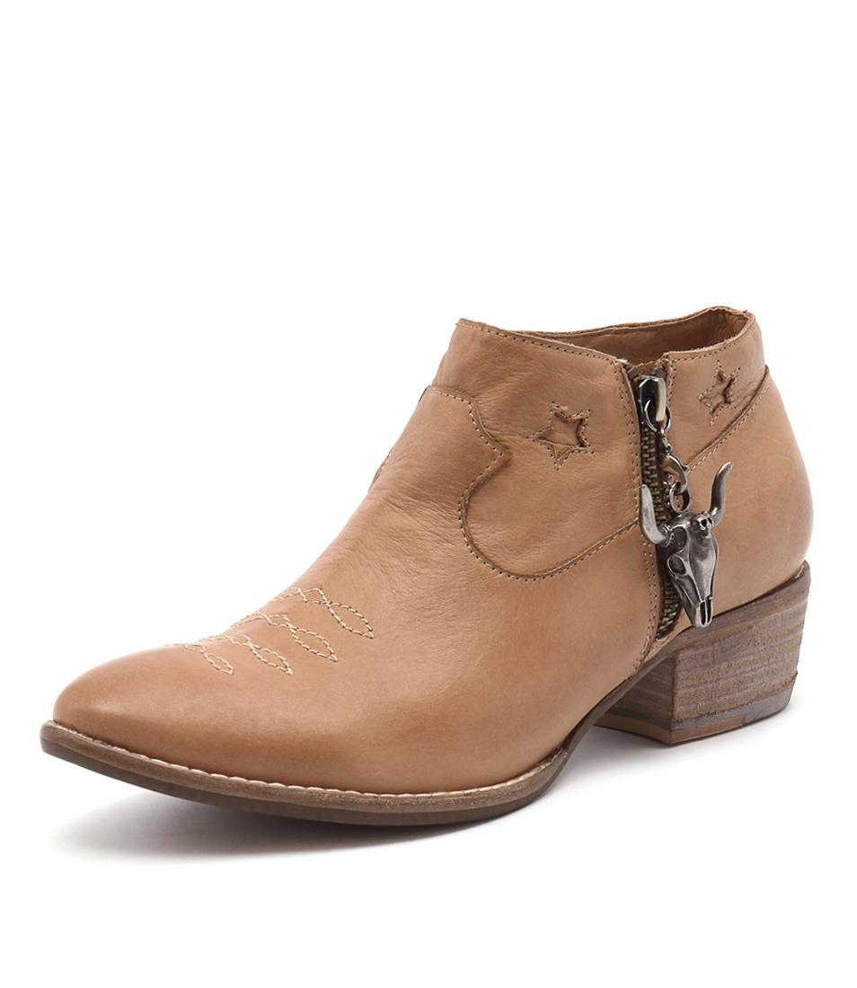Django & Juliette Liesl Tan Boots