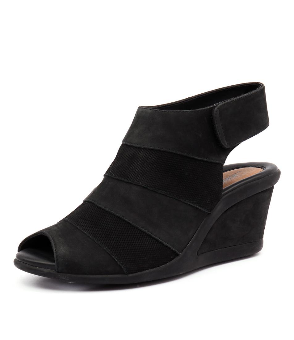 Earth Coriander Black Sandals