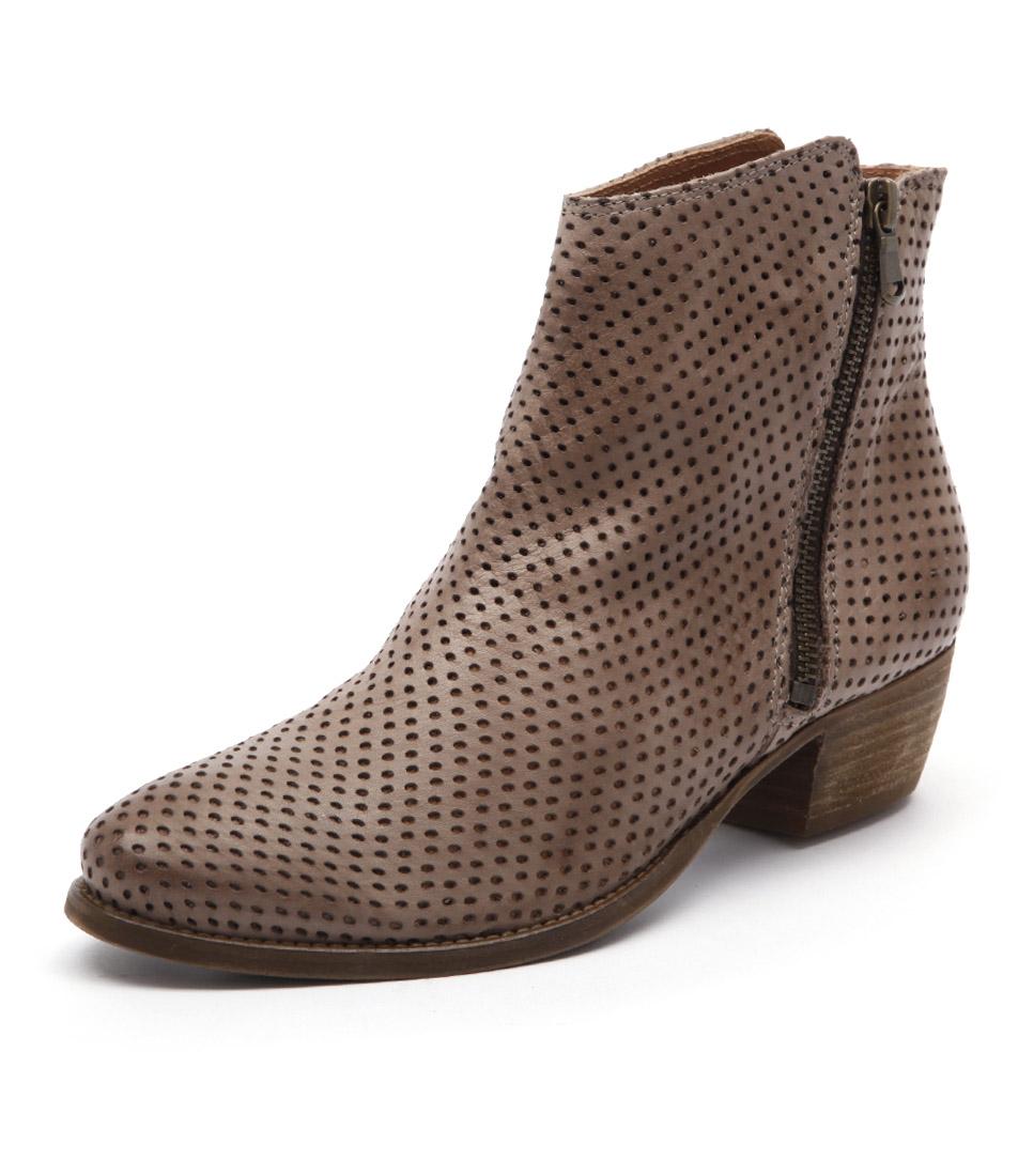 EOS Erin Beige Boots