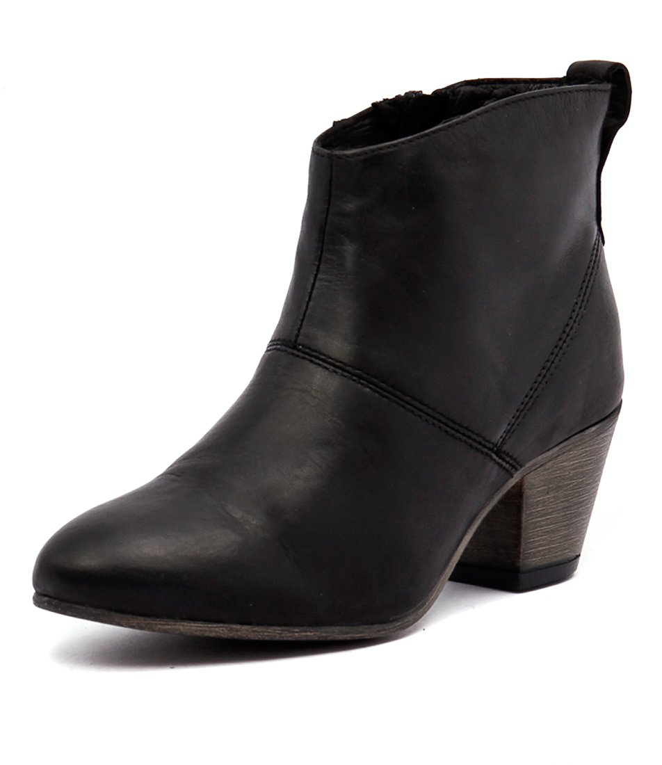 EOS Cisca Black Boots