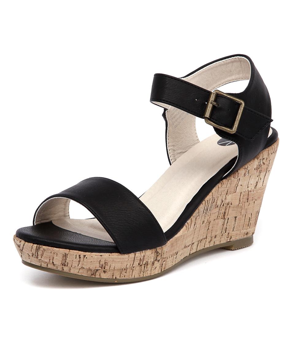 Ko Fashion Heaven Black Sandals