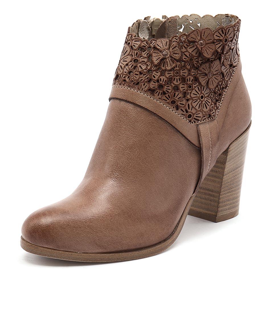 Maria Rossi Sebastiana Tan Boots