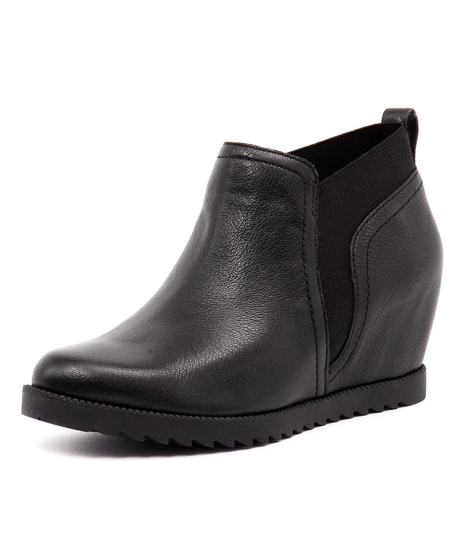 Naturalizer Darena Black Boots