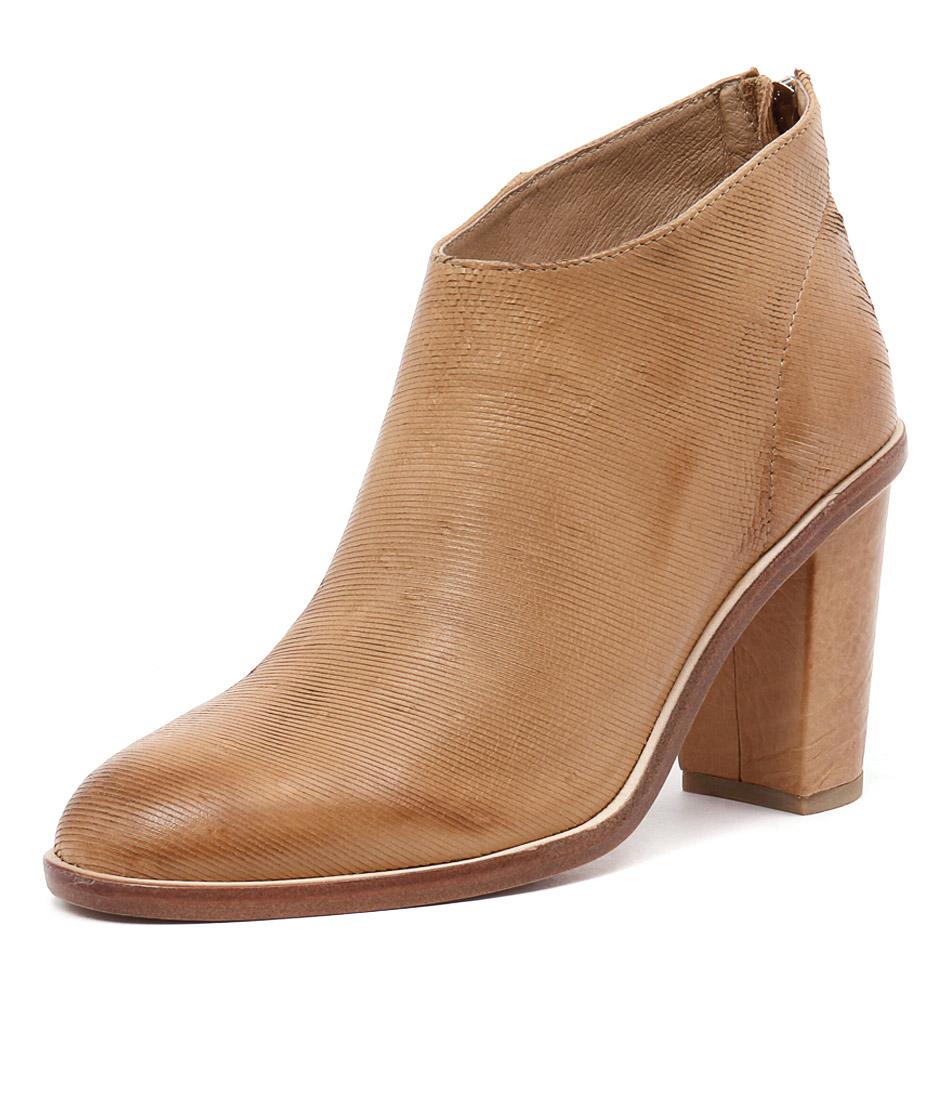 Silent D Digby Tan Cut Lines Boots