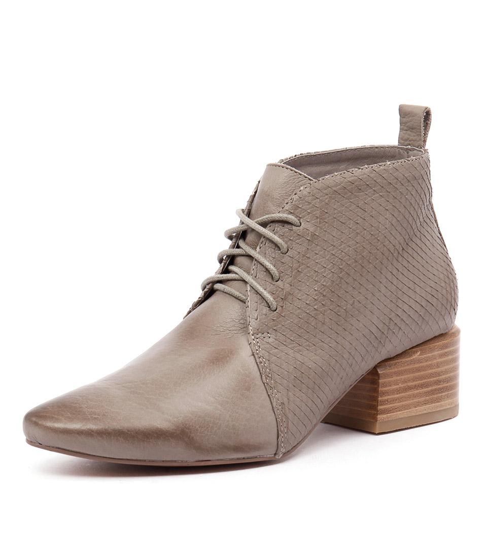 Silent D Slope Ash-Ash Square Cut Boots