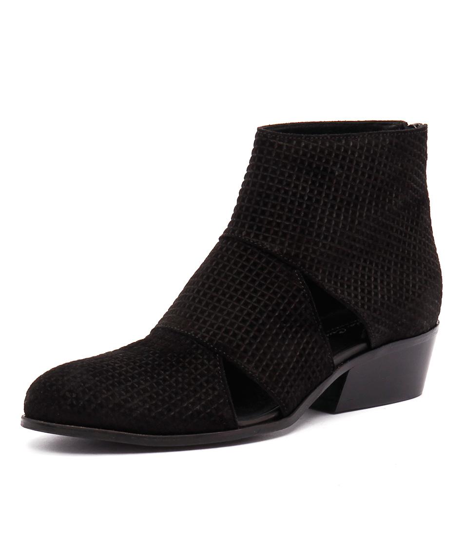 Sofia Cruz Tinker Black Boots