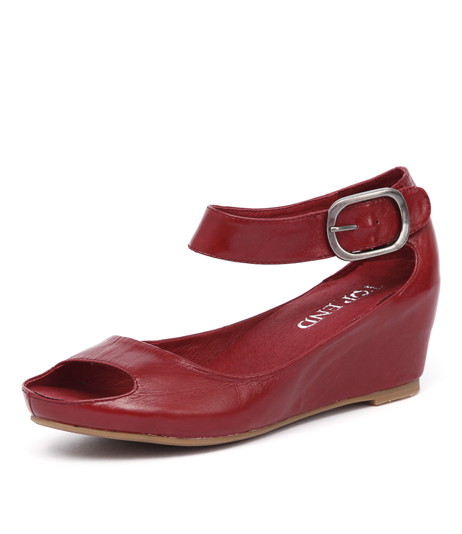Top End Terse Red Oil Sandals