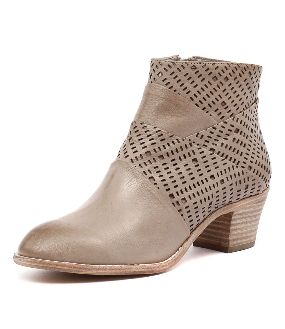 Top End Icant Taupe Laser Leather Boots