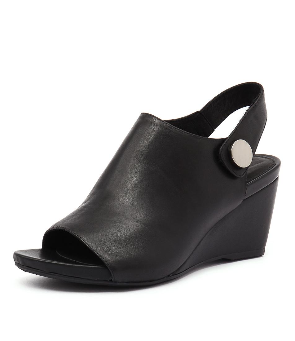 Top End Hodges Black Leather Sandals