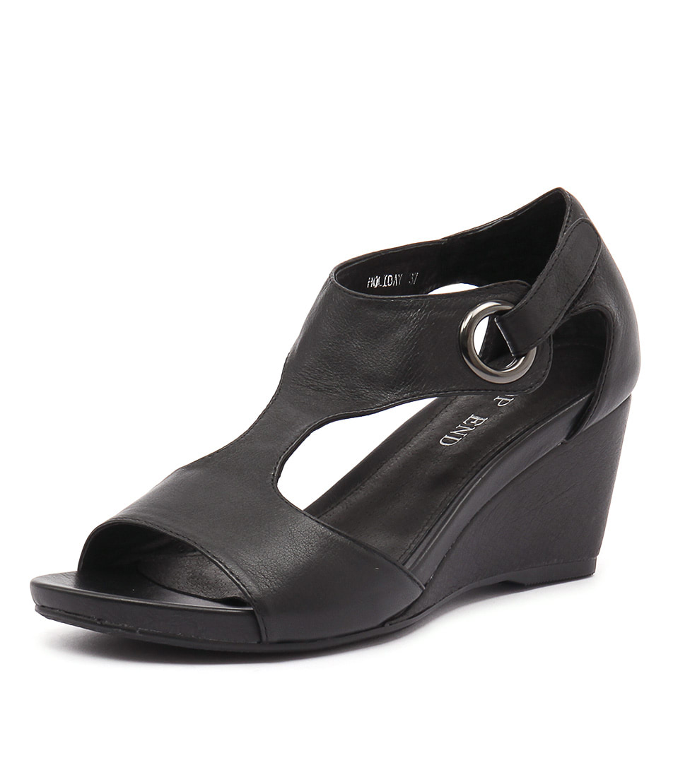 Top End Holiday Black Leather Sandals