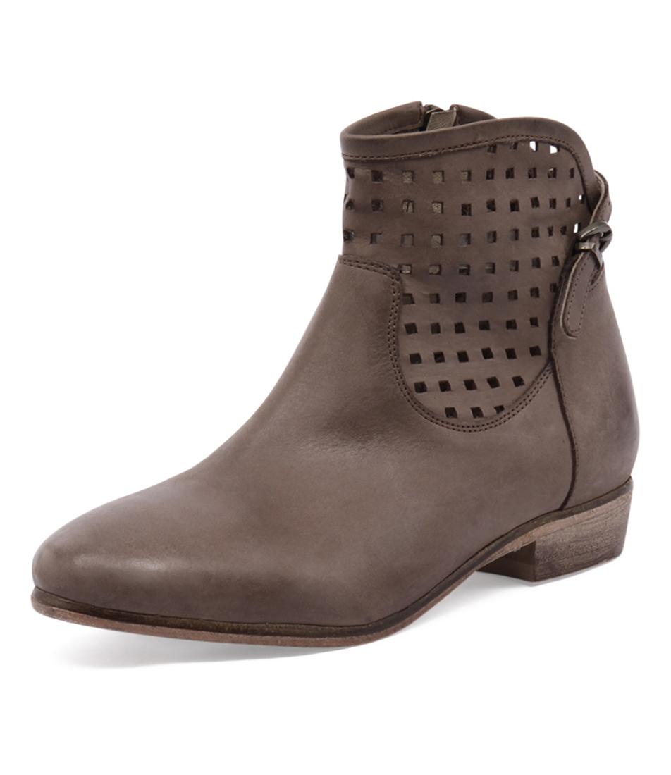 Zensu Lourdes Brown Boots