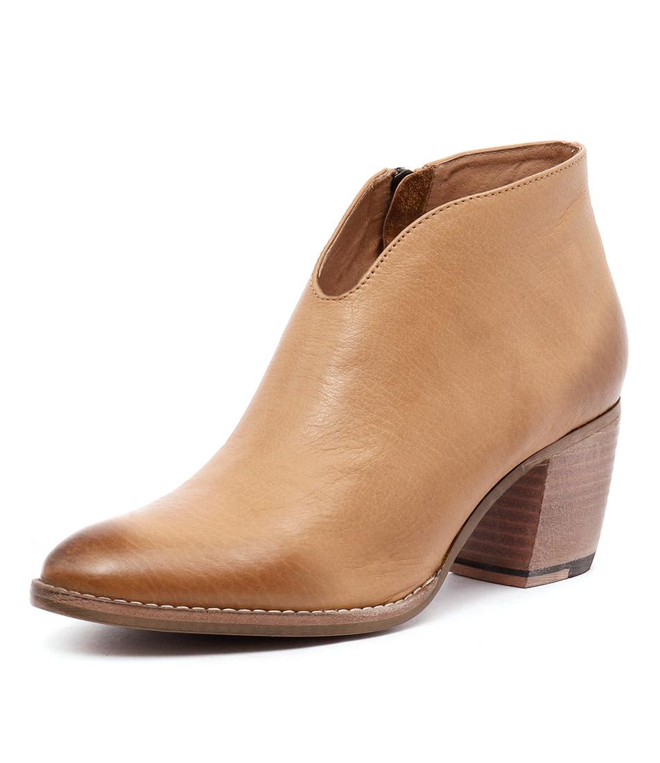Django & Juliette Buckets Tan Boots online
