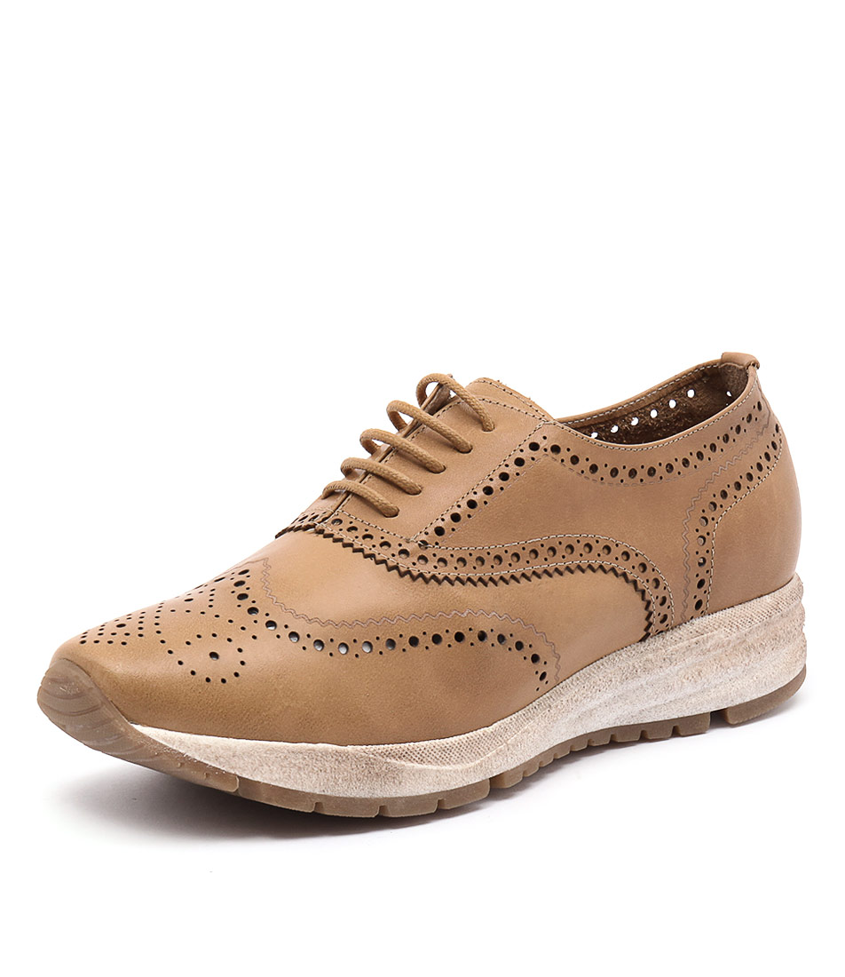 Zensu Dori Camel Shoes